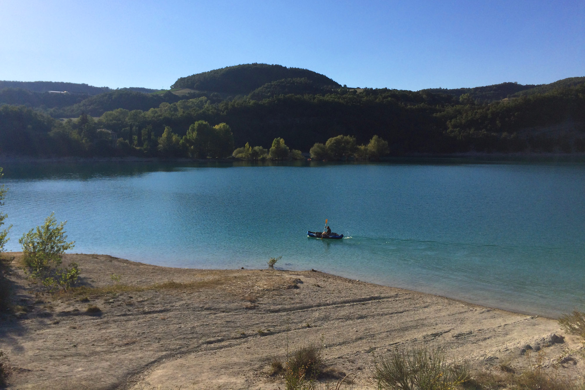 lake fiastra kayak